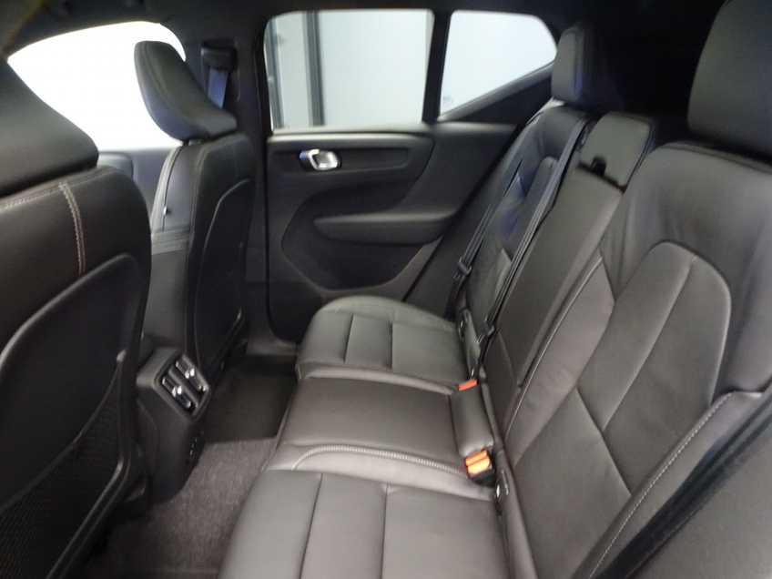 """Volvo XC40 Recharge P8 AWD R-Design EX BTW 20""""LM Panorama Leder 8% Bijtelling meerdere op voorraad! afbeelding 9"""