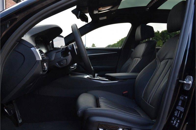 BMW 5 Serie Touring 540i xDrive 333pk M-Sport Pano Laser Comfort LiveCp DA+ HUD 20inch afbeelding 4