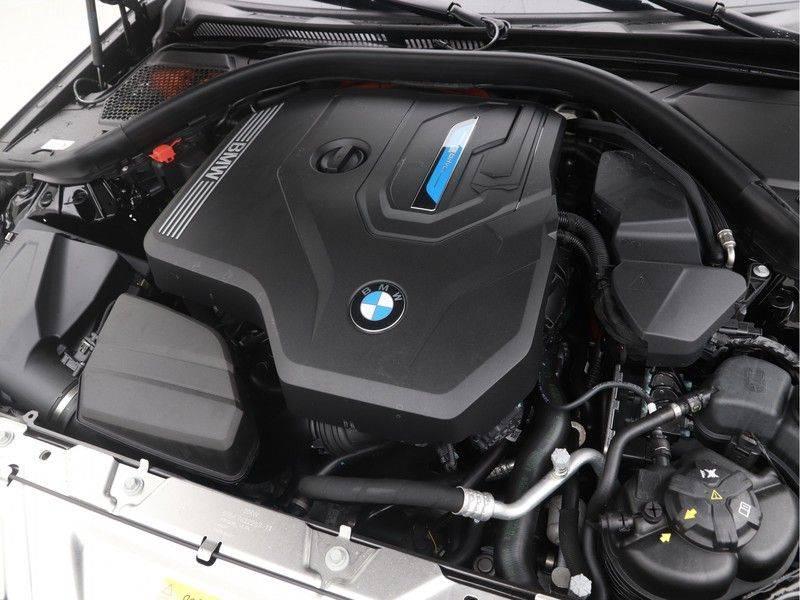 BMW 3 Serie Sedan 330e High Executive M-Sport Automaat afbeelding 4
