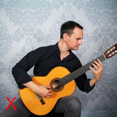 Guitariste qui penche à gauche