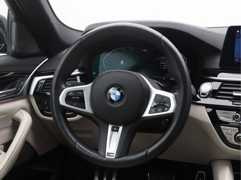 BMW 5 Serie Sedan 540i High Executive M-Sport Automaat afbeelding 2