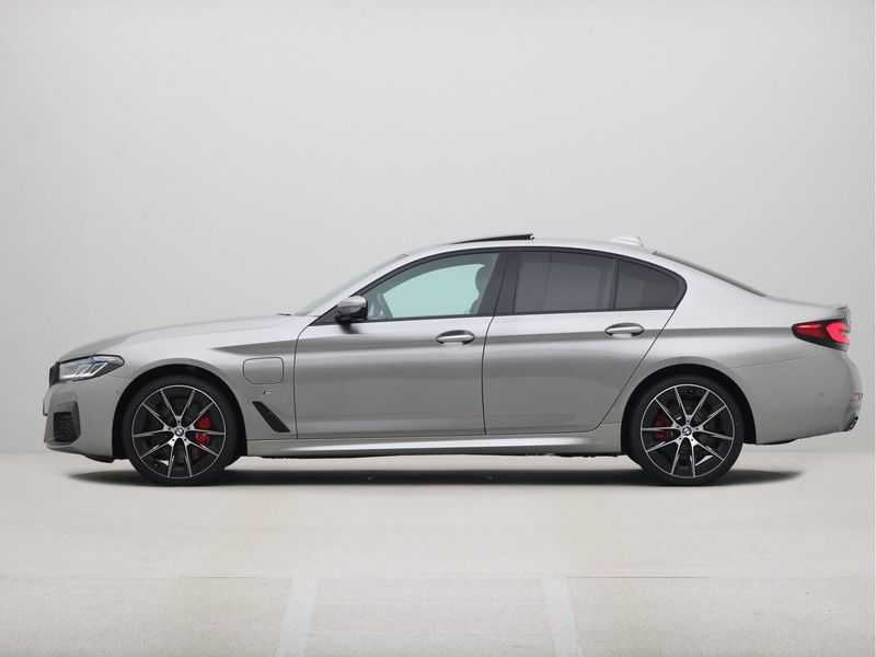 BMW 5 Serie Sedan 545e xDrive High Executive Edition afbeelding 18