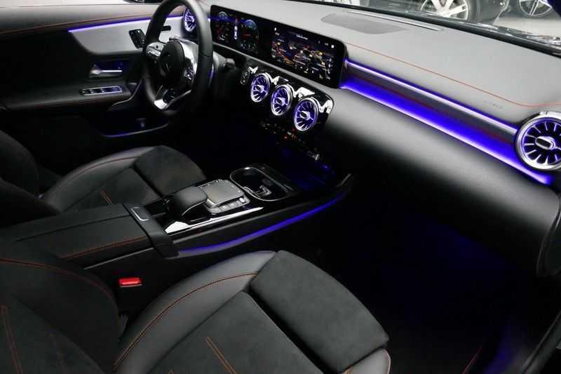 Mercedes-Benz CLA-Klasse 200 d /// AMG Edition 1 Nightpakket - Sfeer verlichting afbeelding 17