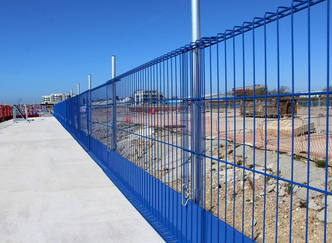 Construction edge protection barrier