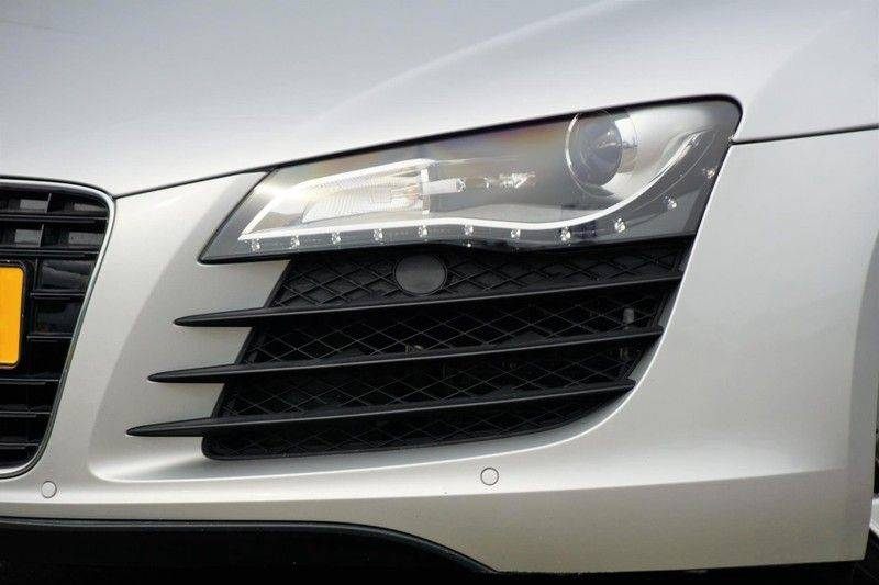 Audi R8 4.2 V8 FSI / 49dkm NAP / 1e eigenaar / B&O / R-Tronic / Orgineel Nederlands! / Navigatie afbeelding 23