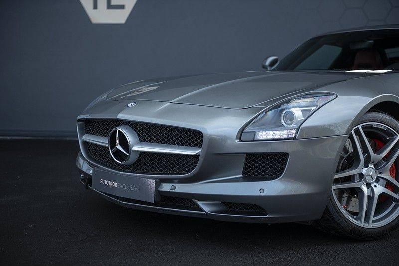 Mercedes-Benz SLS Roadster 6.3 AMG Carbon Pack + MIDDLE GRAY HIMALAYAS + Full Carbon Motor afdekking afbeelding 14