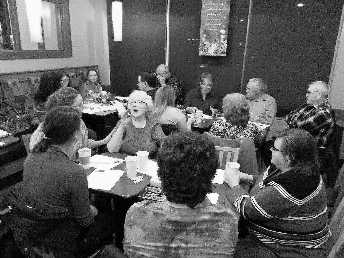 В2011-м Джон Андервуд открыл первое death cafe. В«Кафе смерти» люди встречаются, чтобы поговорить осмерти иумирании. Death cafe работают вРоссии с2016года. Фото: deathcafe.com