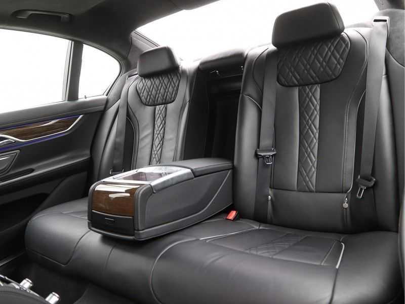 BMW 7 Serie 750i xDrive High Executive M-Sport afbeelding 13