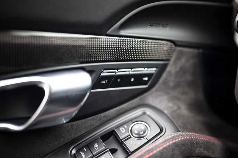 Porsche 911 Cabrio 991.2 3.0 Carrera 4 GTS *BOSE / Liftsysteem / Sport Chrono / DAB / PASM* afbeelding 24