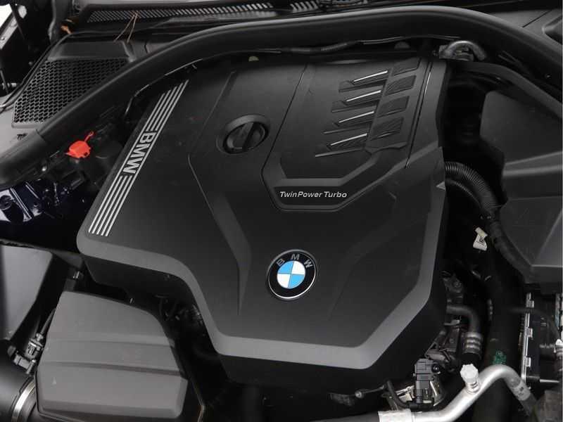 BMW 3 Serie 318i Executive Model M Sport afbeelding 12