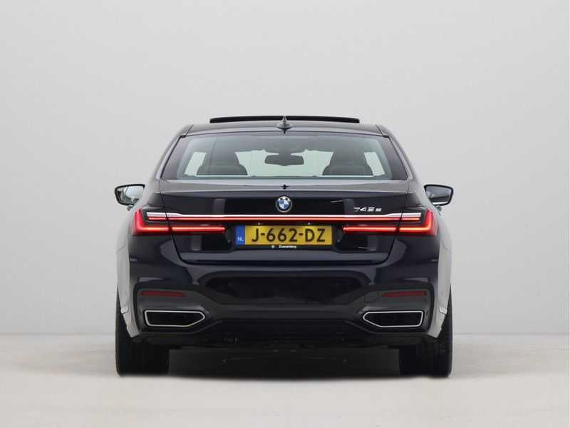BMW 7 Serie 745e High Executive M-Sport Automaat afbeelding 2
