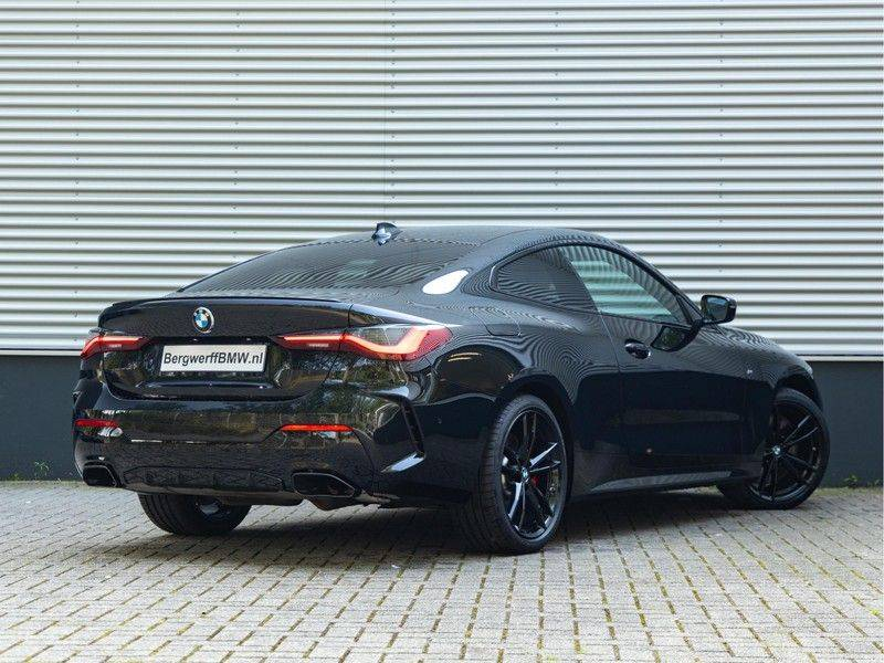 BMW 4 Serie Coupé M440i xDrive - High Executive - M-Remmen - Harman Kardon - Driving Ass Prof afbeelding 2