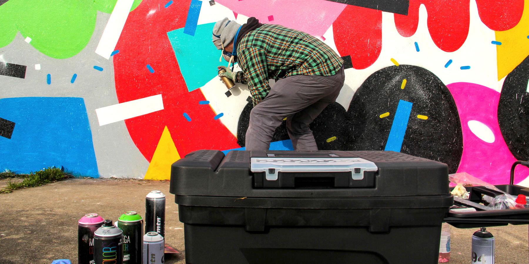 cornwall-mural-artist-painting-street-art
