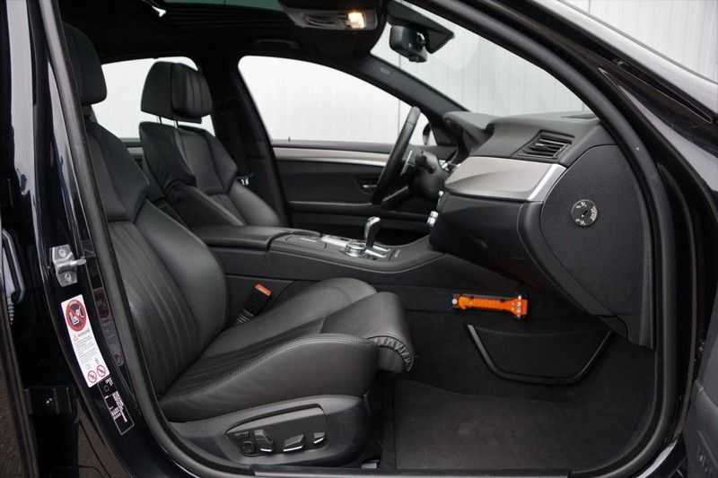 BMW 5 Serie M5 / Schuifdak / Harman Kardon / Side Assist / Head-Up / Stuurverw. / Trekhaak / Massage afbeelding 10