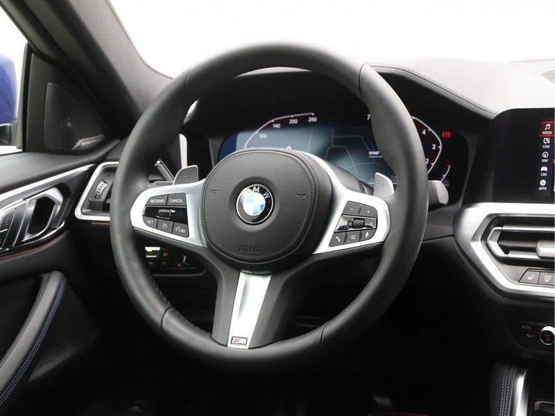 BMW 4 Serie Coupé 430i High Exe M-Sport Aut. afbeelding 2
