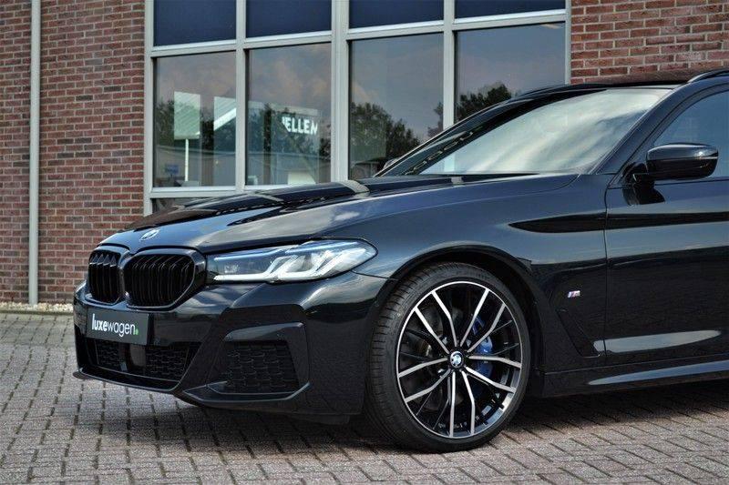 BMW 5 Serie Touring 540i xDrive 333pk M-Sport Pano Laser Comfort LiveCp DA+ HUD 20inch afbeelding 18