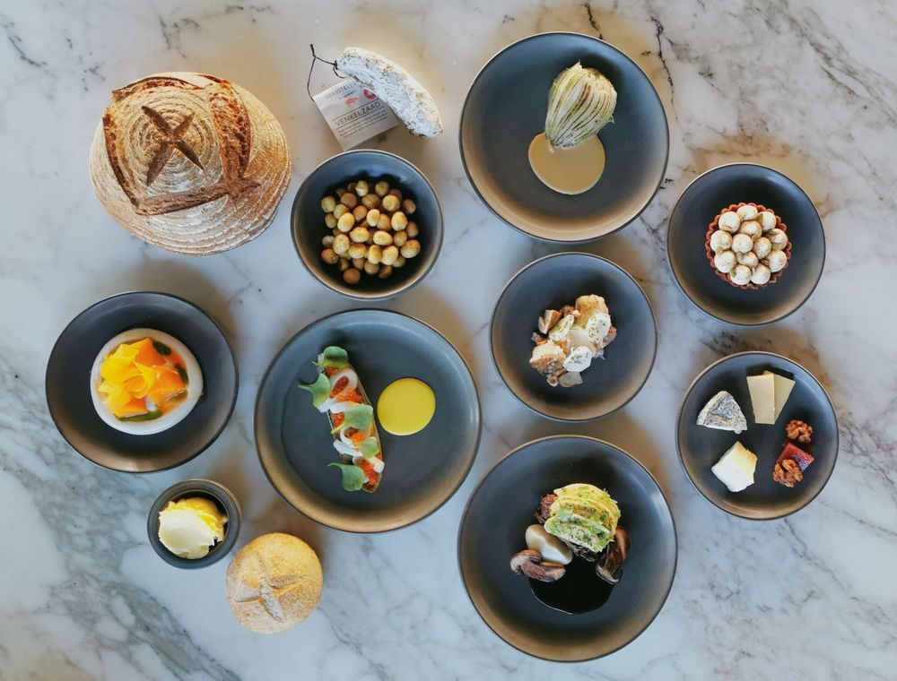 Amsterdam restaurants create special date night experiences for takeaway or delivery. Article by Table Sage