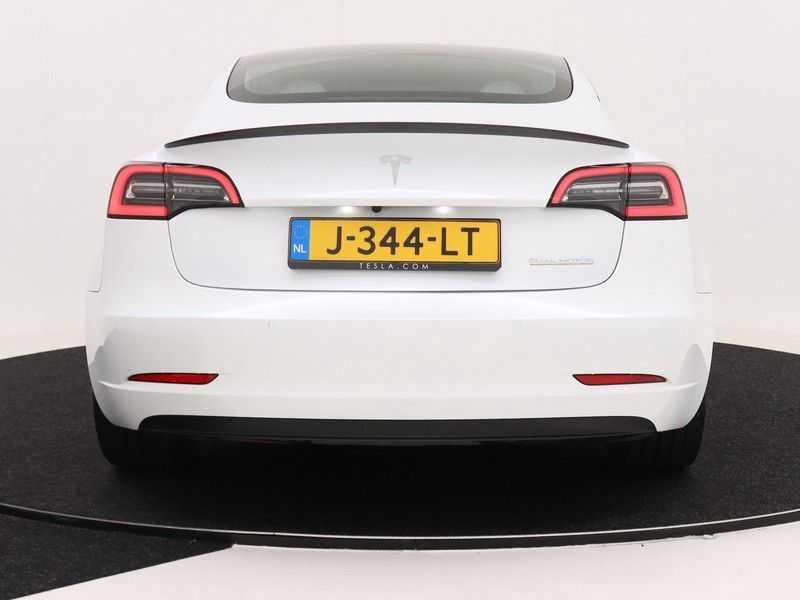 Tesla Model 3 Long Range All-Wheel Drive Performance Prijs is Incl. BTW   20'' grijze Performance-velgen   Performance upgrade   Performance remmen   Autopilot   afbeelding 2