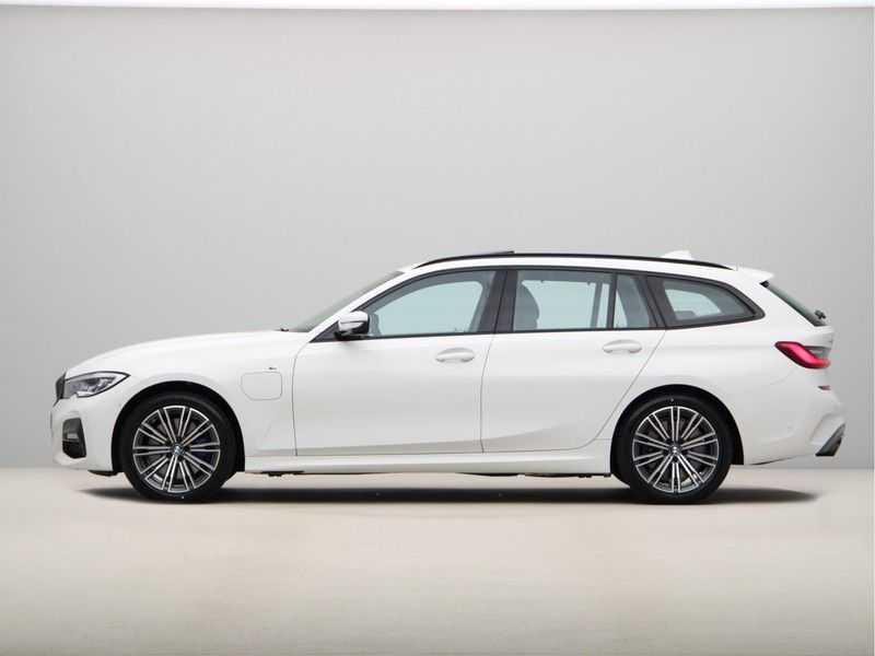 BMW 3 Serie Touring 330e xDrive Exe M-Sport Hybrid afbeelding 12