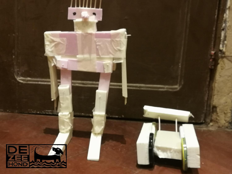 robotfiguur uit isolatiemateriaal