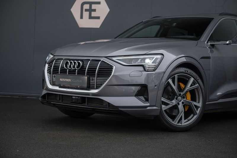 "Audi E-tron 55 e-tron quattro Advanced Pro Line S DECEMBER 2018!! € 146,- netto bijtelling pm! Head-up + B&O etc. Tot januari 2024 4% bijtelling!! Prijs inclusief 22"" velgen afbeelding 4"