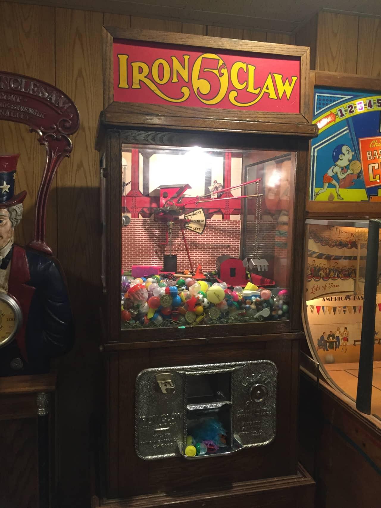 Exhibit Supply Co. Iron Claw 5c Crane Machine