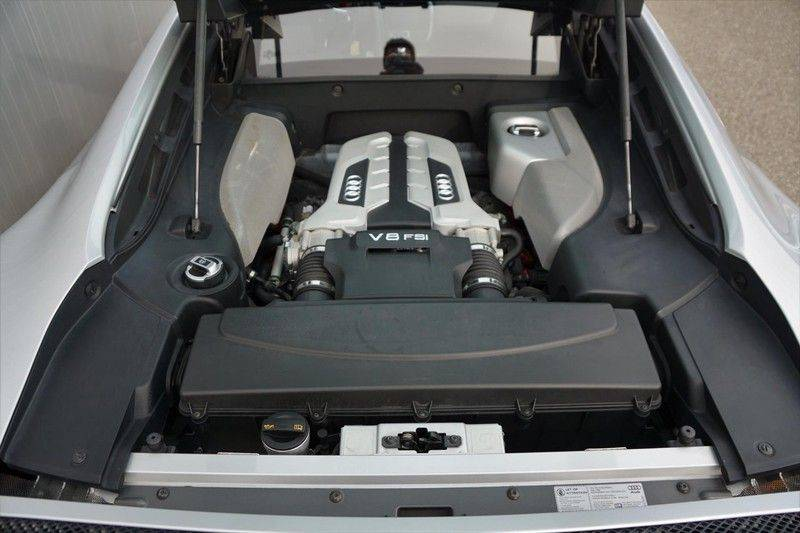 Audi R8 4.2 V8 FSI / 49dkm NAP / 1e eigenaar / B&O / R-Tronic / Orgineel Nederlands! / Navigatie afbeelding 19