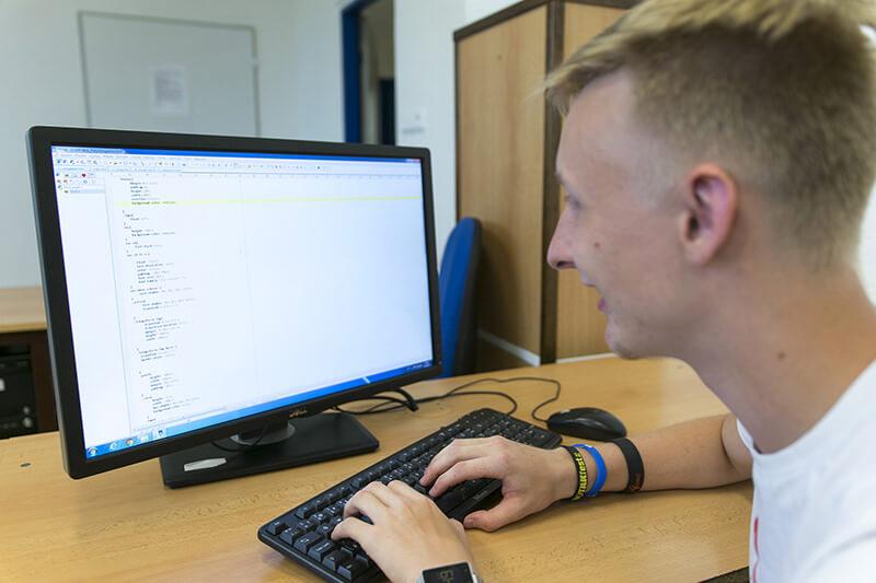 Žák kóduje webové stránky
