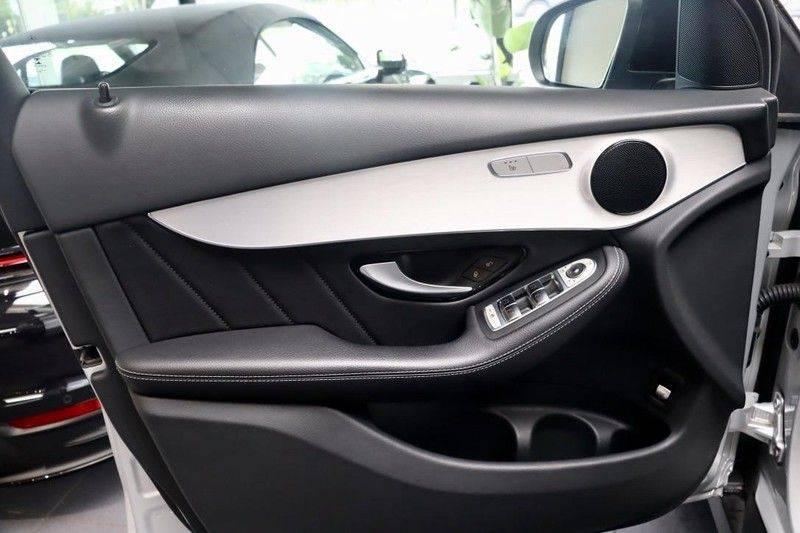 Mercedes-Benz GLC 250 4MATIC Premium Plus AMG PANO Night afbeelding 9