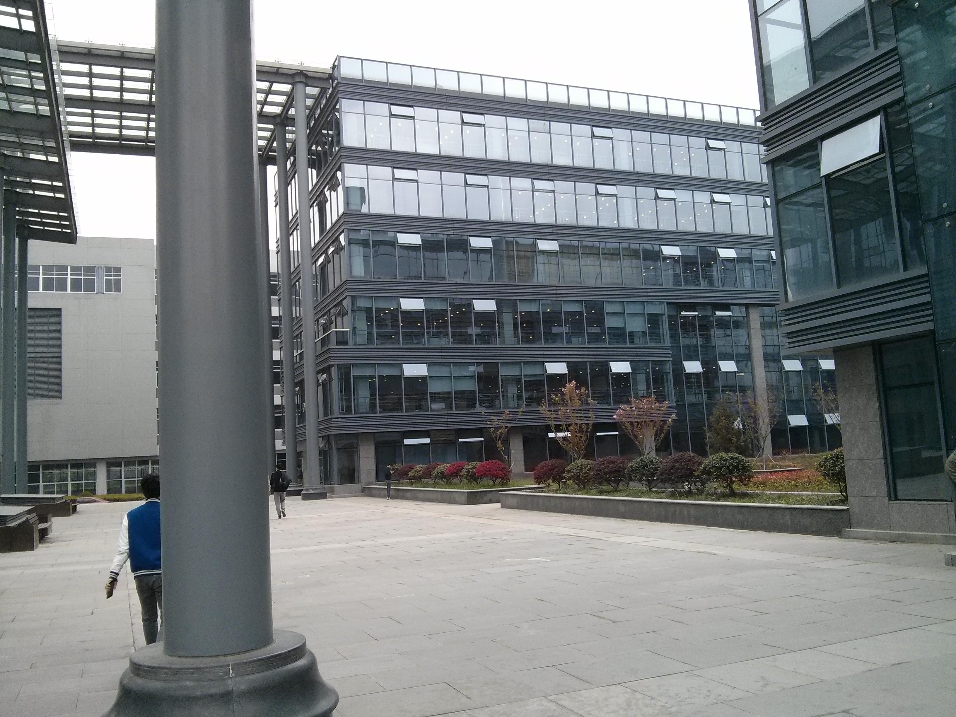 Unser Gebäude wurde erst vor kurzem fertiggestellt.