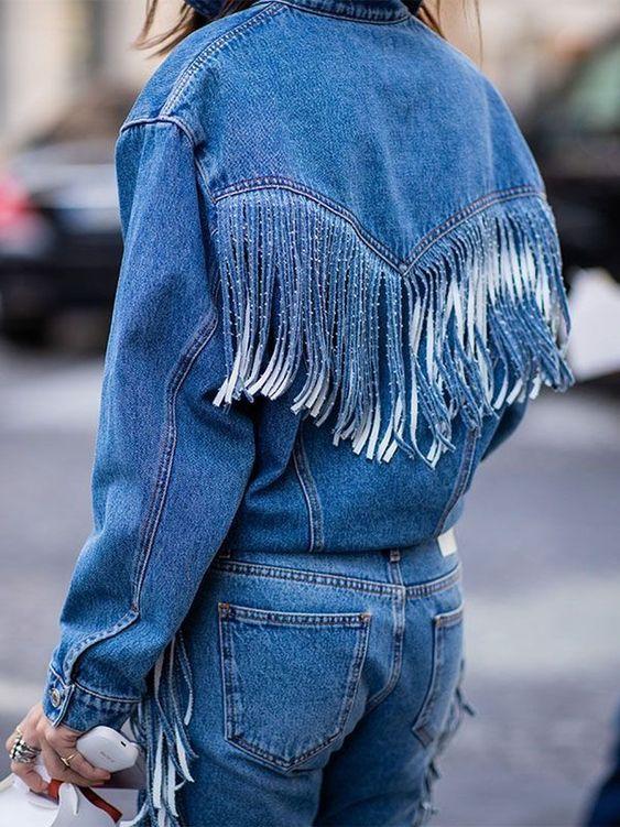 Blouson en jean à franges dans le dos