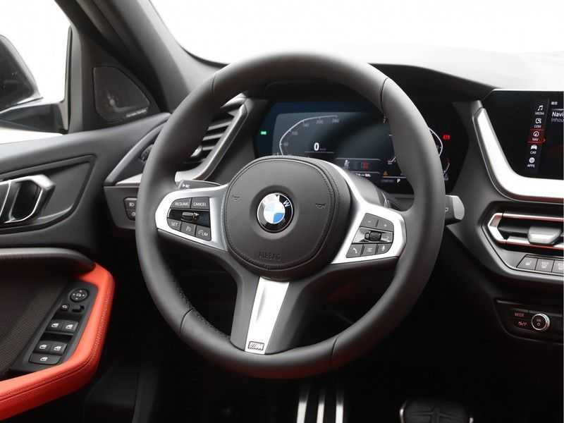 BMW 1 Serie 118i 5rds High Exe M-Sport Aut. afbeelding 7