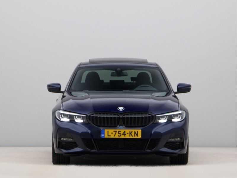 BMW 3 Serie 320i Exe M-Sport Aut. afbeelding 2