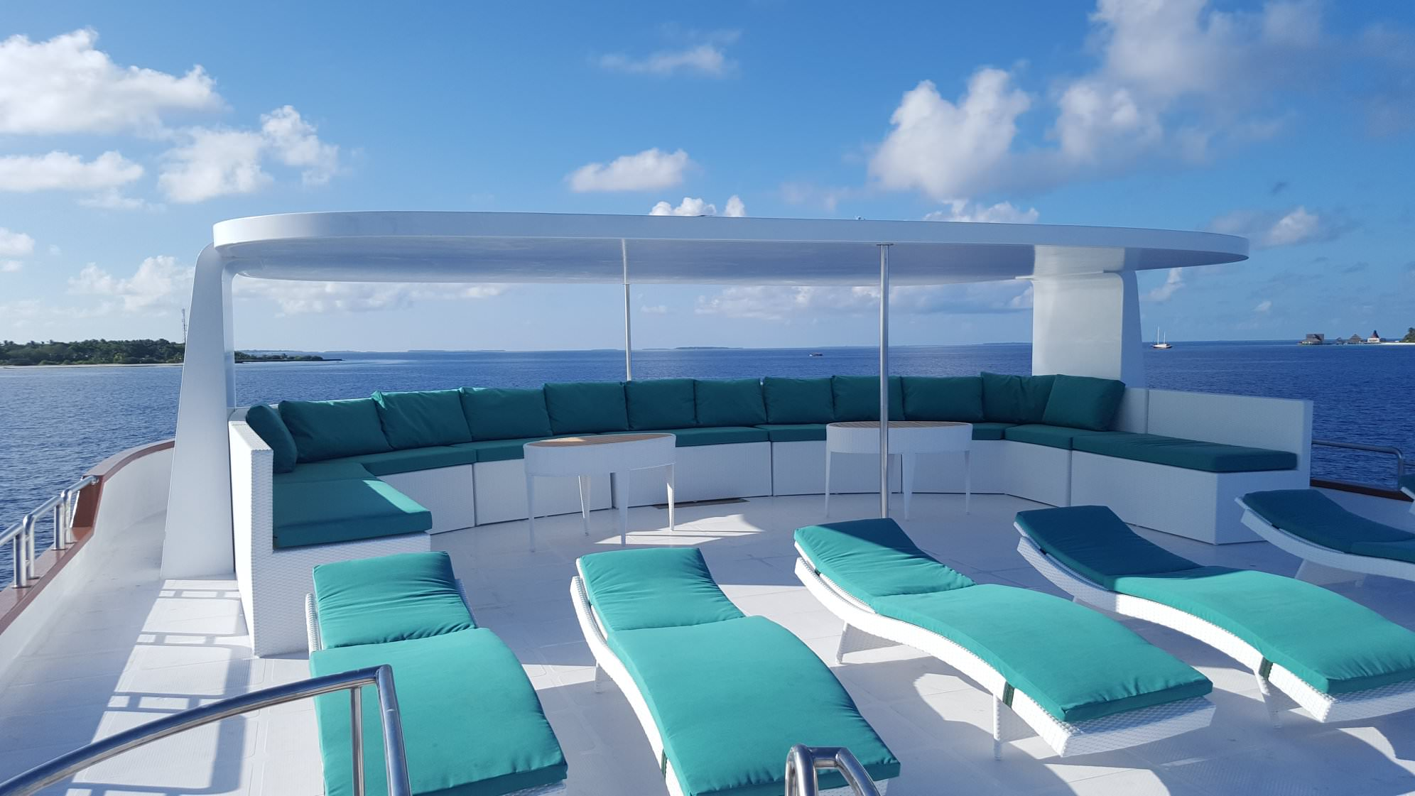 Carpe Novo Luxury Surf Charter Yacht Maldives sundeck