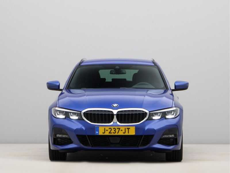 BMW 3 Serie Touring 320i High Executive M Sport 18inch afbeelding 3