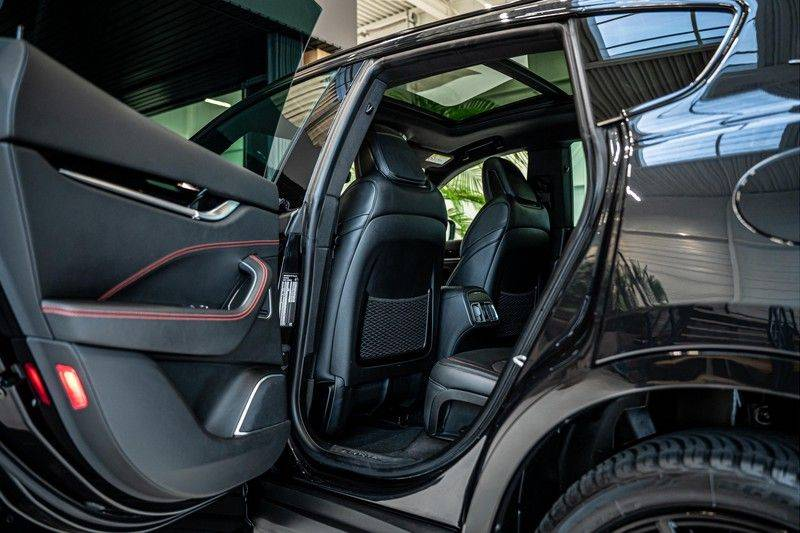 Maserati Levante 3.0 V6 D AWD | BTW | Black pack | Pano | Rood sticksel | Harman Kardon | Voertuigvolgsysteem | Nieuwe onderhoudsbeurt | afbeelding 24
