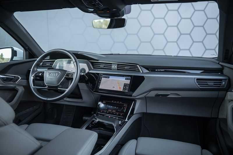"Audi e-tron e-tron 55 quattro advanced Pro Line S 4% bijtelling!! DEC. 2018!! € 146,- netto bijtelling pm! Head-up + B&O etc. Tot januari 2024 4% bijtelling!! Prijs inclusief 22"" velgen afbeelding 8"