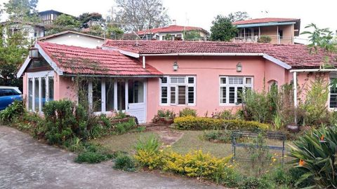 Kenilworth Bungalow - Old English Villa for Sale in Coonoor - House for sale in Sims Park,coonoor