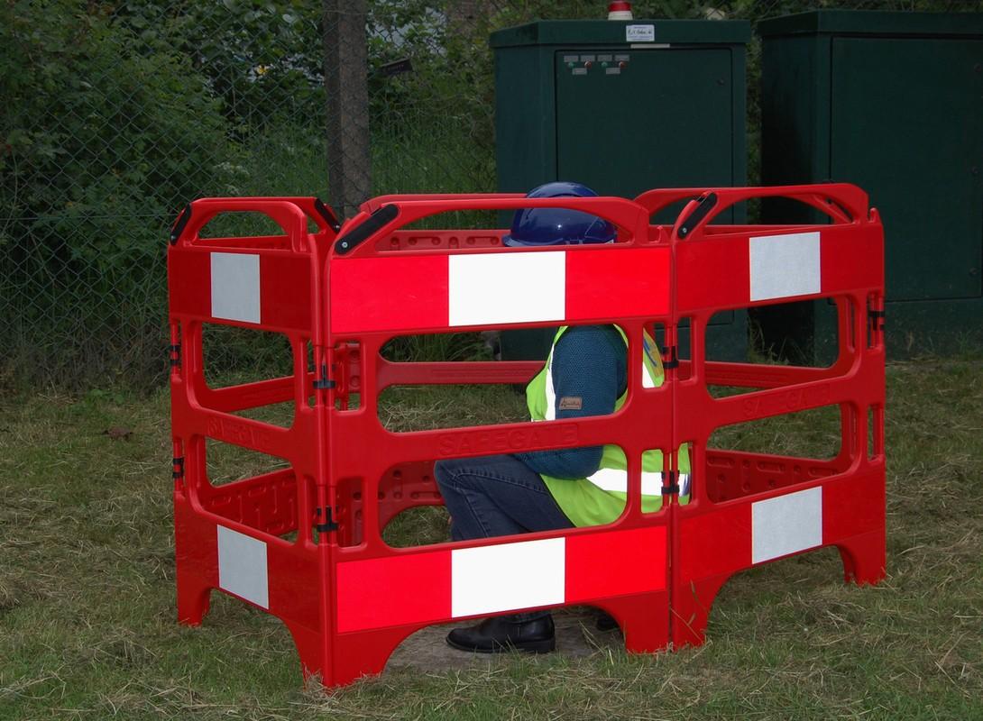 Safe-gate traffic barrier
