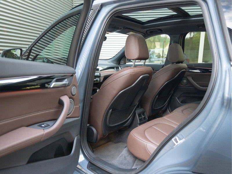 BMW X1 xDrive20i High Executive - Memoryzetel - Panorama - Trekhaak - Harman Kardon afbeelding 17