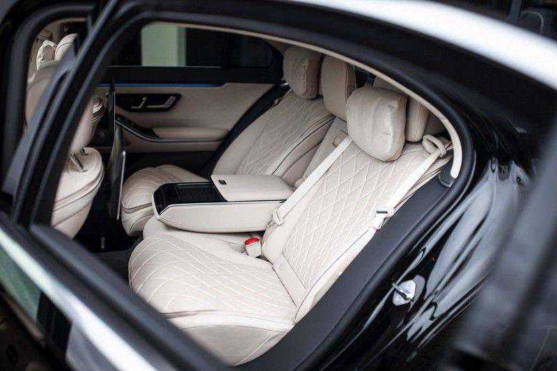 "Mercedes-Benz S-Klasse 500 4Matic Lang AMG NP €193.000 *Pano / 3D Burmester / HUD / Distronic / 21"" / 3D Display* afbeelding 6"