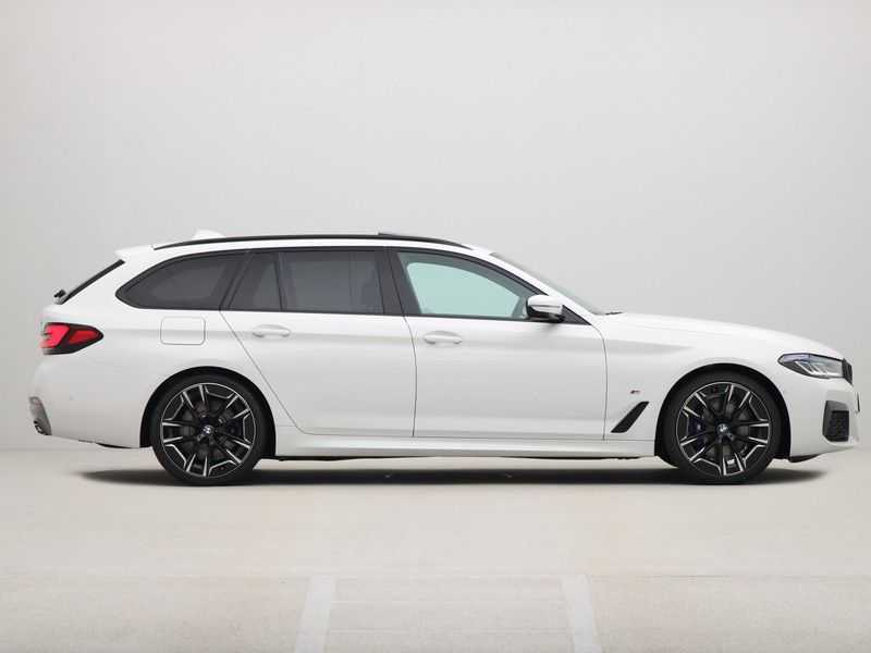 BMW 5 Serie Touring 530i Launch Edition M-Sport Automaat afbeelding 3