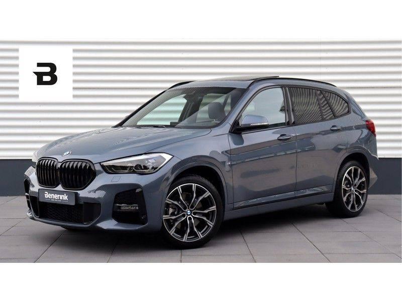 BMW X1 xDrive20i High Executive M Sport Panoramadak, Head-Up Display, Leder, Trekhaak afbeelding 1