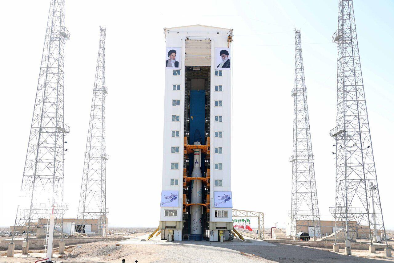 Figure 1: Racheta Simorgh cu satelitul Zafar-1, la centrul spațial Semnan, înainte de lansarea eșuată din 9 februarie 2020 (Sursa: IRNA)