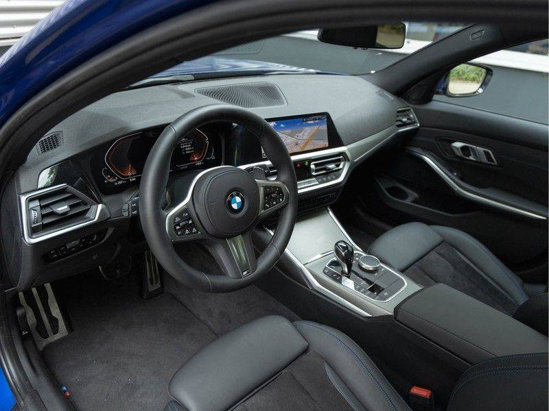 BMW 3 Serie Touring 330i M-Sport - Panorama - Driving Assistant Professional - DAB afbeelding 12
