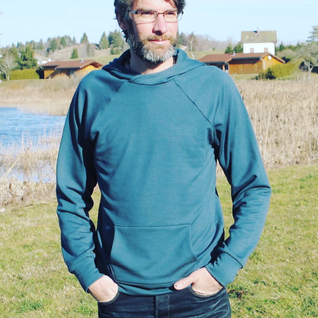 Showcase of the Hugo hoodie by <a href='https://uneanneedecouture.wordpress.com/2015/12/28/le-sweat-en-merinos-makemypattern/'>uneanneedecouture</a>