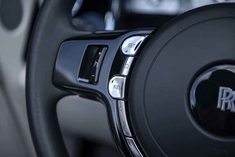 Rolls-Royce Dawn 6.6 V12 Adaptive Cruise Control + Head up + Gekoelde/Verwarmde stoelen + Nachtzicht + Rolls- Royce Signature + Interior Detailing Package + Exterior Detailing Package + Single Coachline + Wind deflec + Ultimate touring package +  Single coachline  +  Wind deflector  + Camera system + Lambswool floormats afbeelding 23