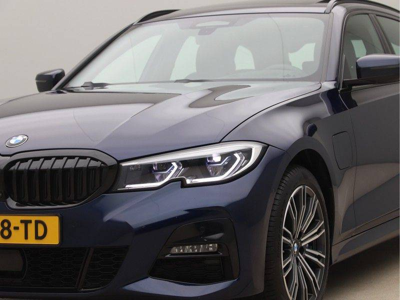BMW 3 Serie 330Xe Touring High Exe M-Sport afbeelding 23
