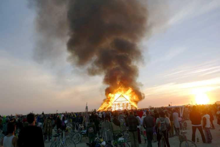 Burning Man 2016 Pyramid Burn