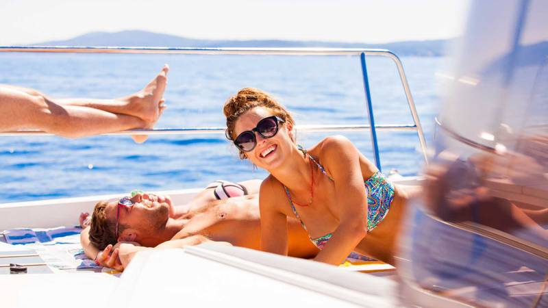 The Benefits of a Yacht Charter in Greece